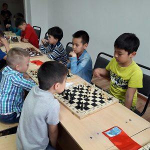 Шахматный кружок В школе «Көкіл»!