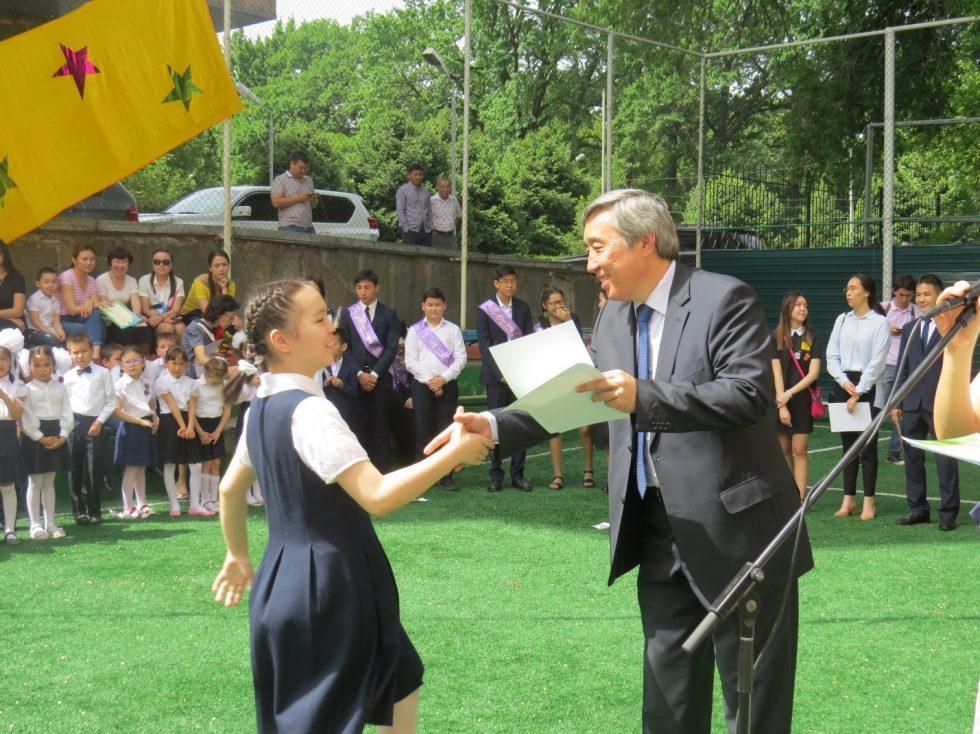 50 учащихся школы окончили учебный год на отлично.