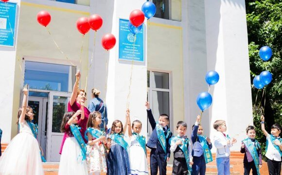 В детском центре выпускной!